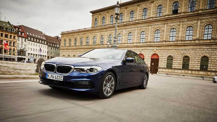 BMW 530e, il restyling è nelle batterie