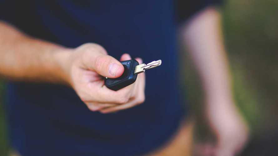 Noleggio e car sharing, boom frenato da economia e politica