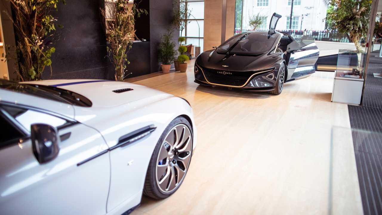 Aston Martin Lagonda Vision Konsept ve Londra showroom'unda Rapide E