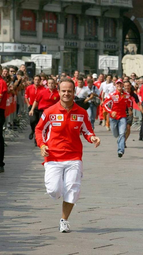 Barrichello, Burti, complete Disney half-marathon