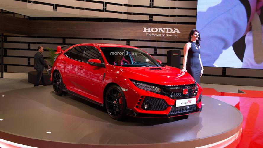 Honda Civic Type R, kırmızı rengiyle İstanbul'u büyüledi