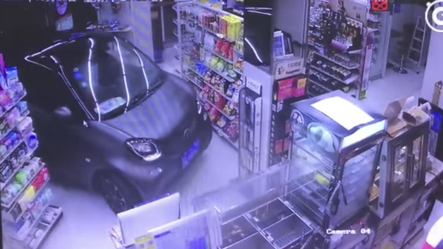 Motorista entra com Smart em loja e é atendido em 60 segundos