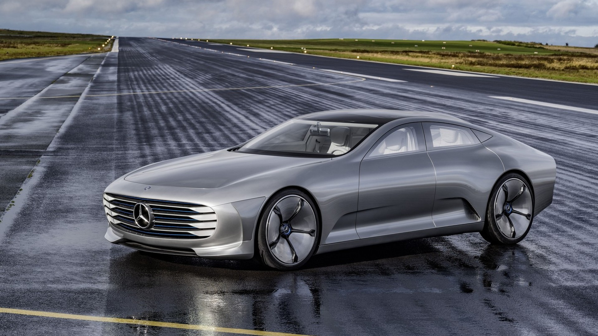Mercedes Benz Concept Iaa New Pics And Videos From Siegerland Airport