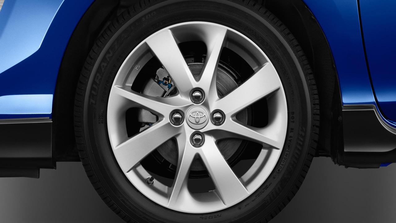 2017 Toyota Prius C facelift makes hybrid hatchback sportier