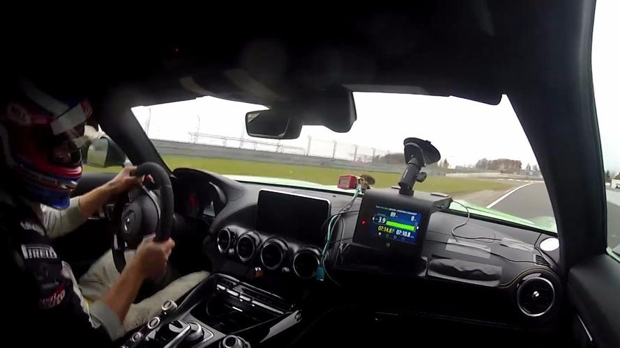 Mercedes-AMG GT R Yeşil Cehennem'de turluyor