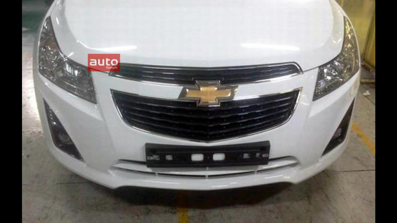 """Europa: Foto do """"Novo Chevrolet Cruze"""" mostra leves mudanças visuais na dianteira com direito a LEDs"""