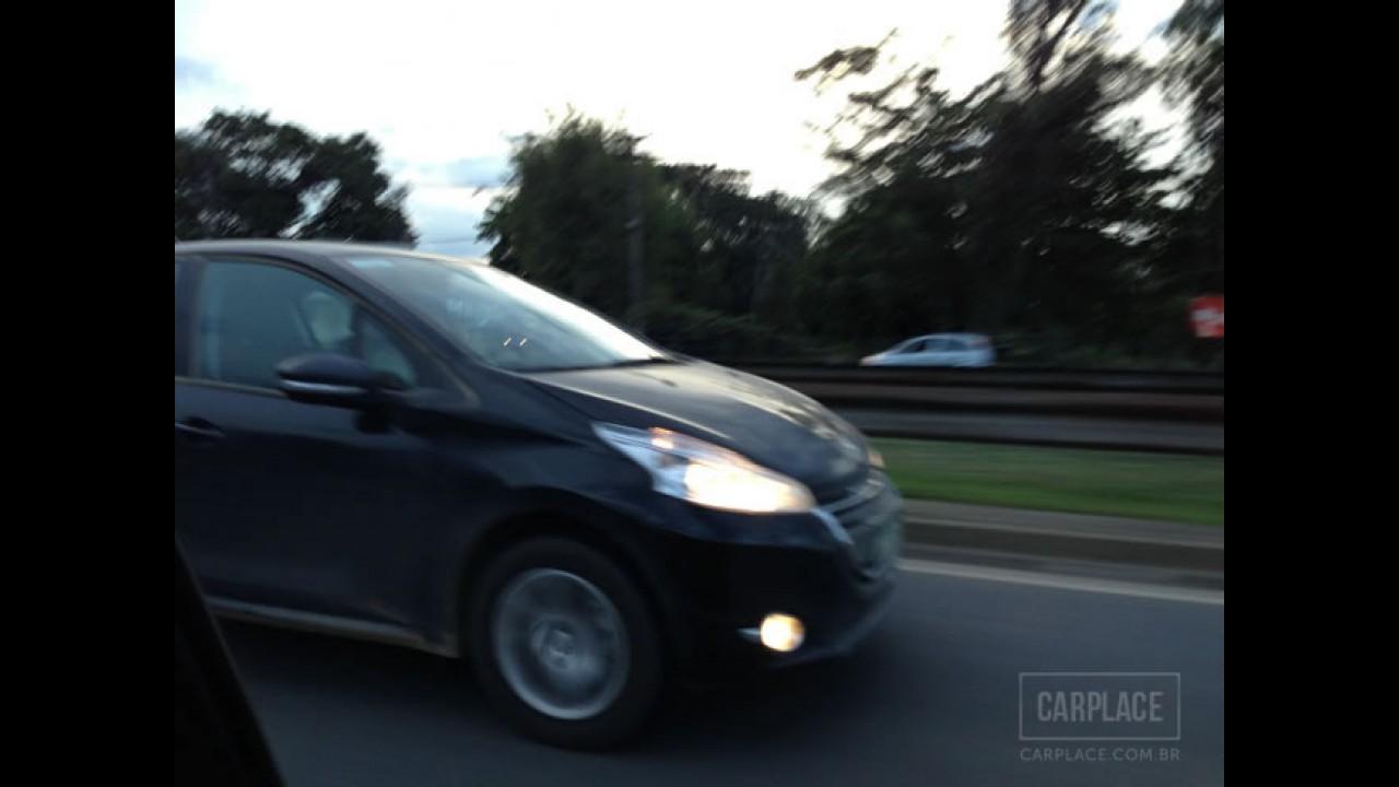 Flagra: Peugeot 208 já roda limpo próximo à fábrica de Porto Real - Lançamento será dia 13 de abril