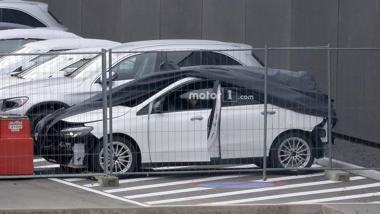 2019 Mercedes B-Class spy photo