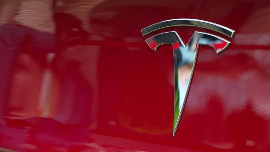 Tesla demande une réduction sur des factures déjà payées