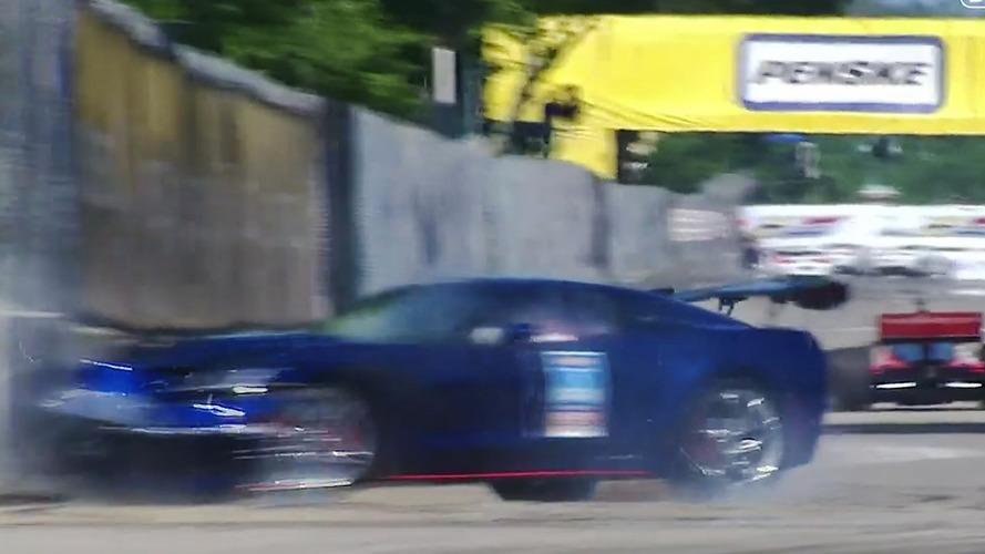 VÍDEO: Vice-presidente da GM bate pace car no muro em prova da Indy