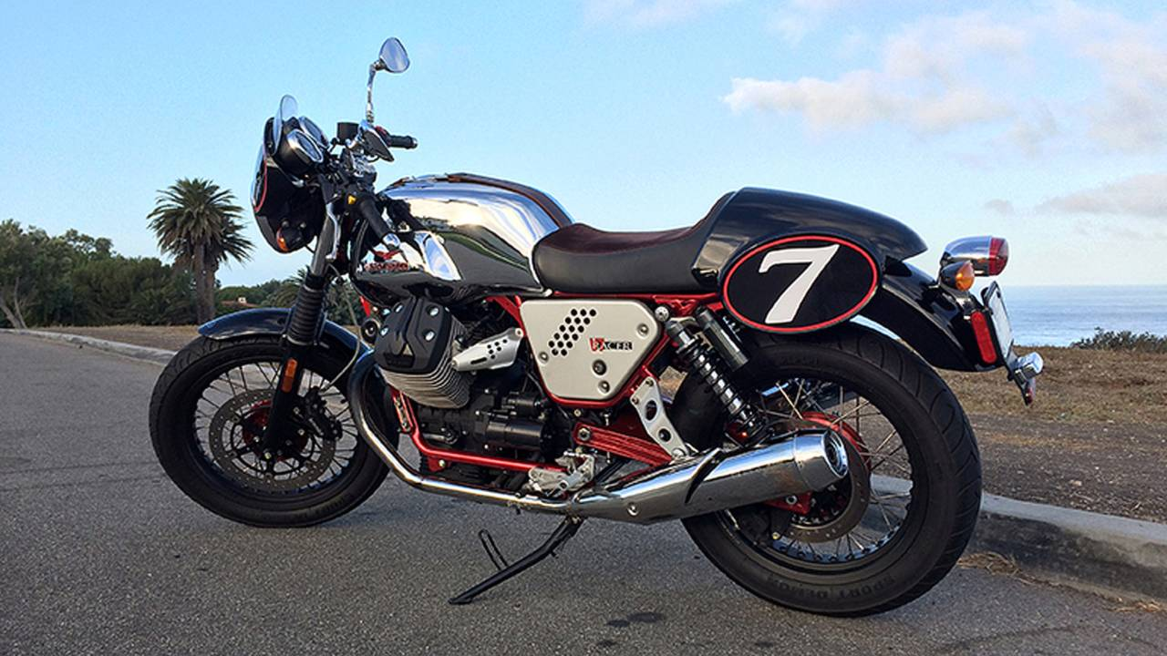 the real retro racer moto guzzi v7 racer review. Black Bedroom Furniture Sets. Home Design Ideas