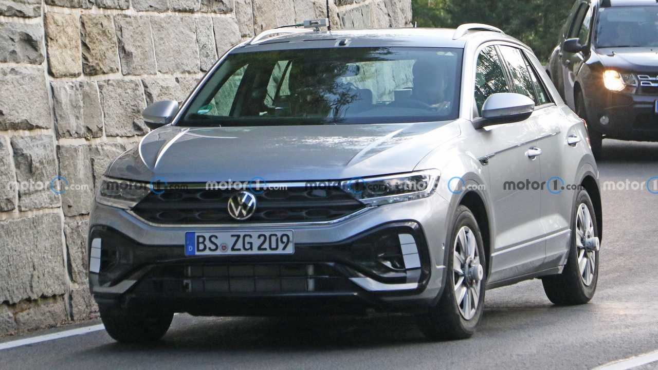 VW T-Roc facelift new spy photo