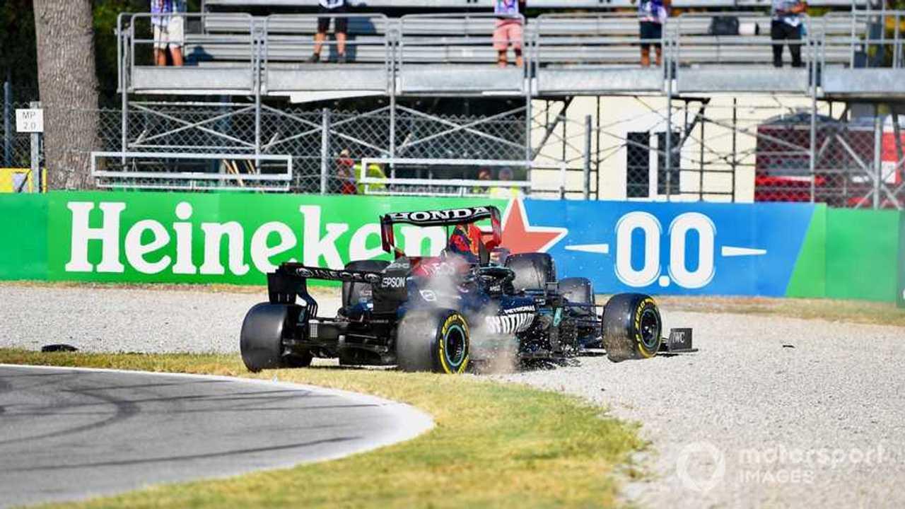 Lewis Hamilton and Max Verstappen crash at  Italian GP 2021