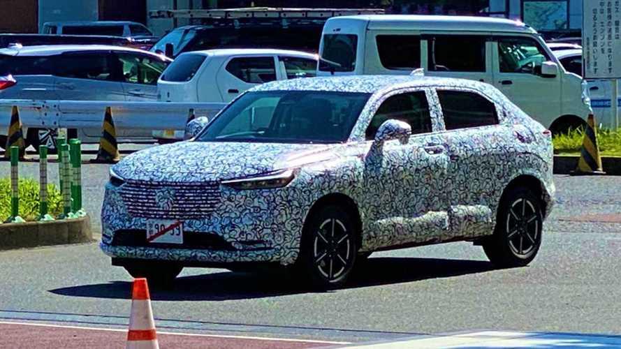 Novo Honda HR-V 2022 mostra visual de cupê em primeiro flagra