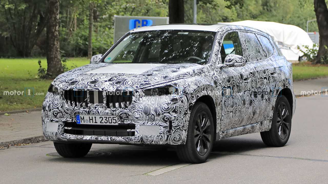 2022 BMW X1 spy photo (front three-quarters)