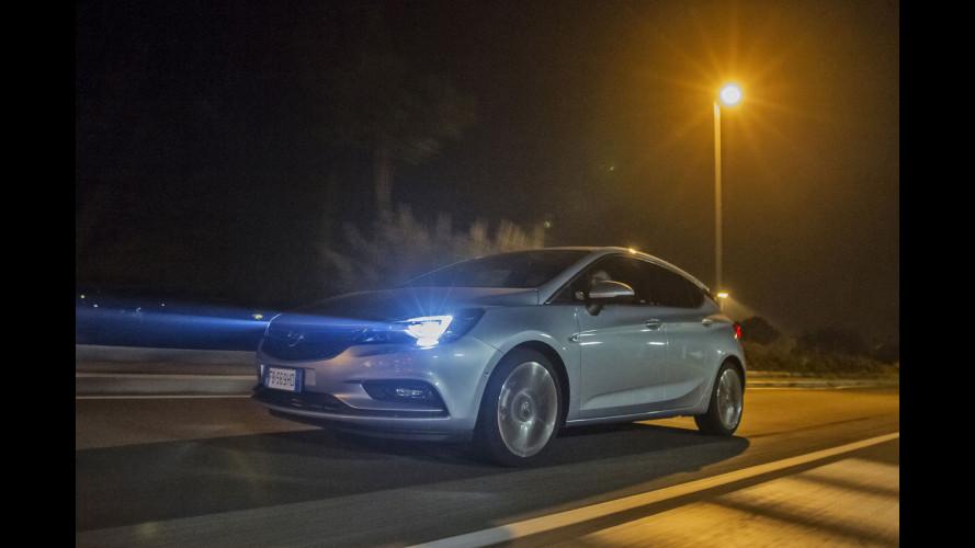 Opel Astra: il test (notturno) dei fari a LED intelligenti