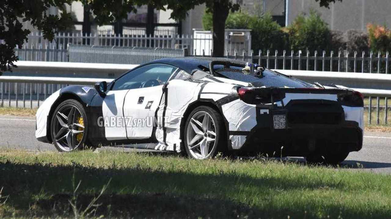 Le foto spia della Ferrari V6 ibrida (nome in codice F171)