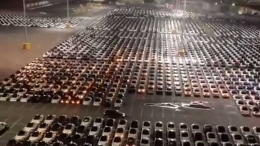 Mass Over-The-Air Update Of Tesla Cars Captured On Video