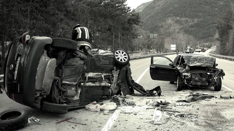 Incidente con feriti, bisogna fermarsi per farsi identificare