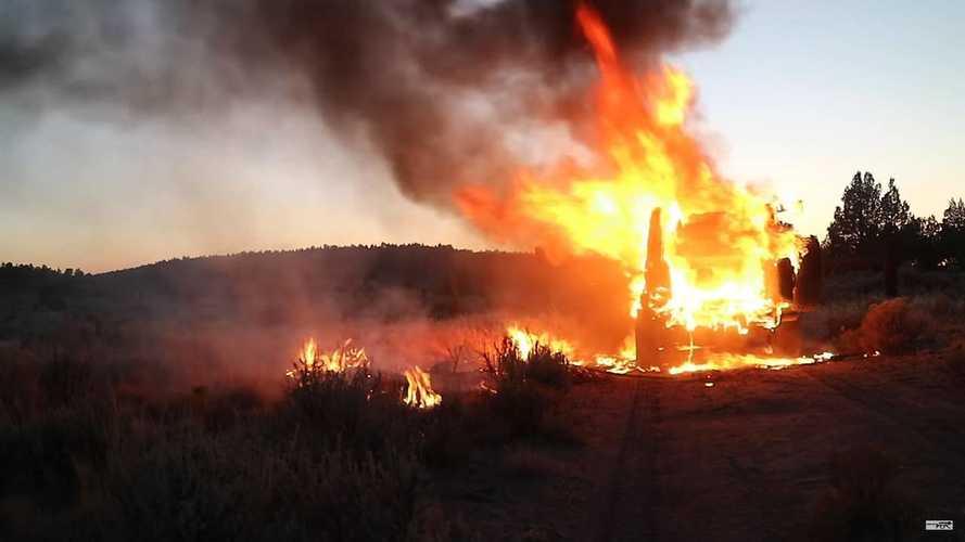 Jeep Wrangler Burns In Desert
