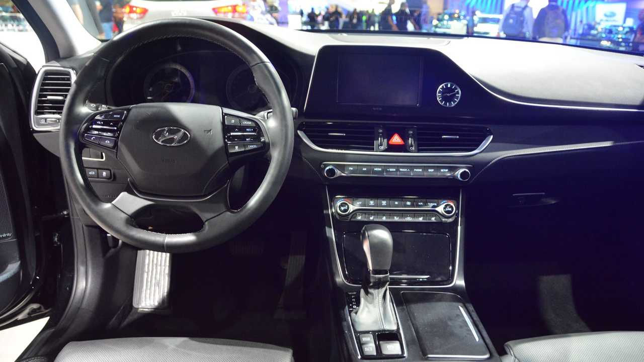 Hyundai Azera, Elantra e Santa Fe - Salão de SP 2018