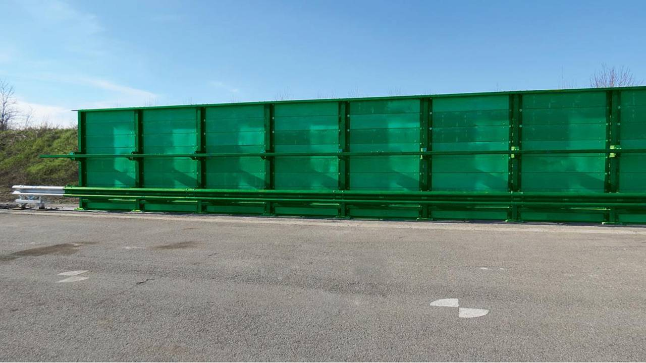 Noise barrier at M1 Wakefield
