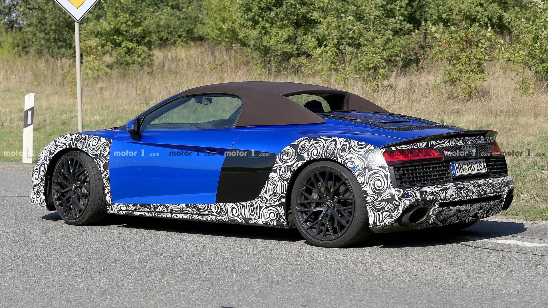2015 - [Audi] R8 II / R8 II Spider - Page 14 Audi-r8-spyder-facelift-spy-photo