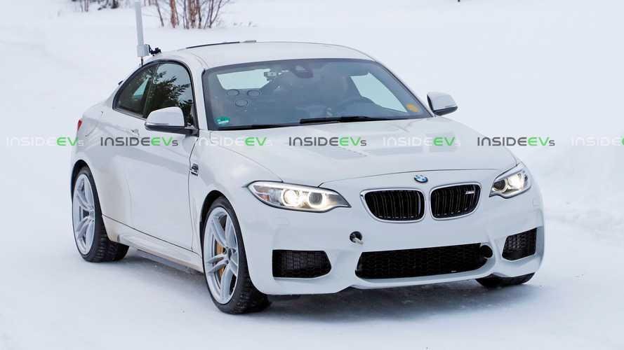 La BMW M2 diventa elettrica? Avvistato prototipo per i test invernali
