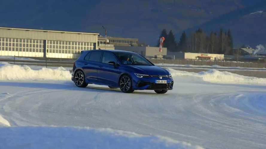 Volkswagen Golf 8 R, di traverso sulla neve