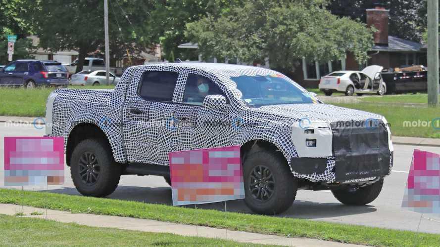 Ford Ranger Raptor, agresif tarzını göstermekten çekinmiyor