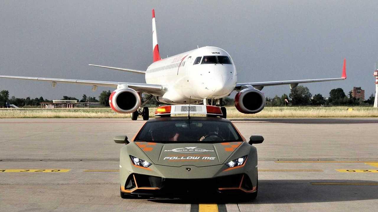 Lamborghini Huracan Evo в качестве машины сопровождения