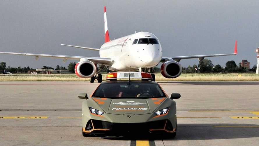 Lamborghini Huracan Evo стал машиной сопровождения в аэропорту