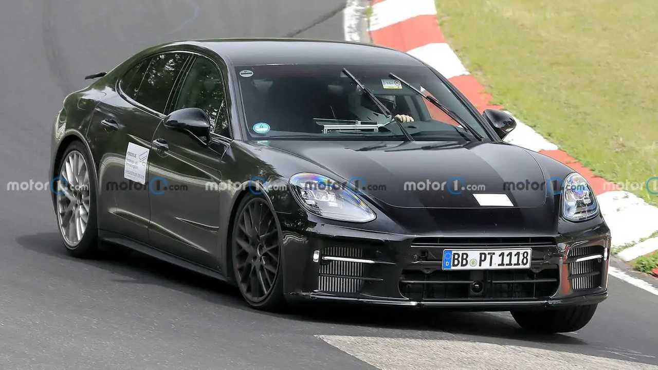 Makyajlı Porsche Panamera Nürburgring'de