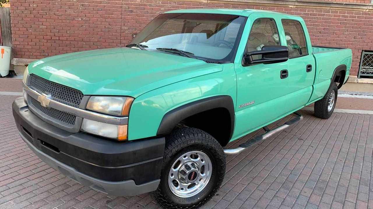 2003 Silverado 2500HD For Sale In Wichita front quarter
