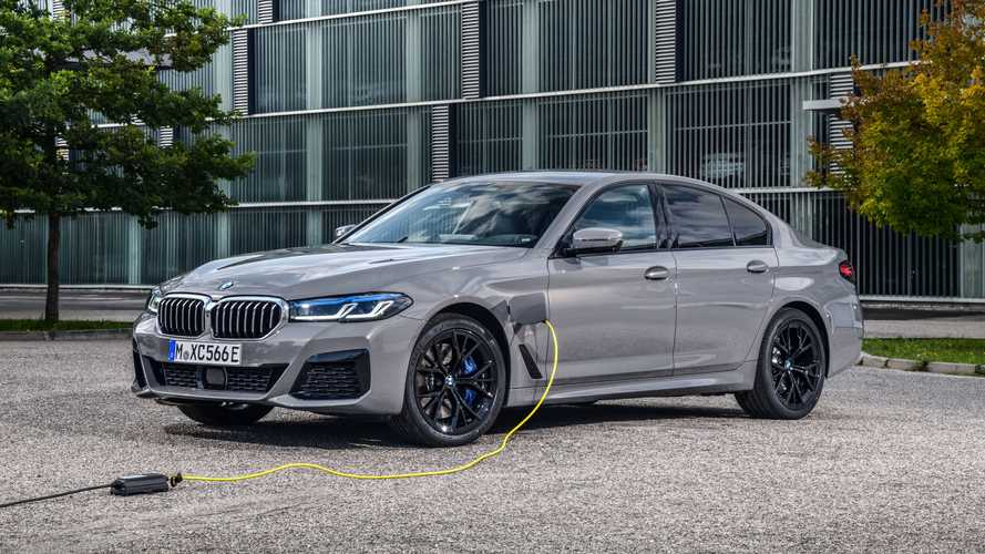 BMW unveils new 545e xDrive PHEV Saloon with 394 bhp