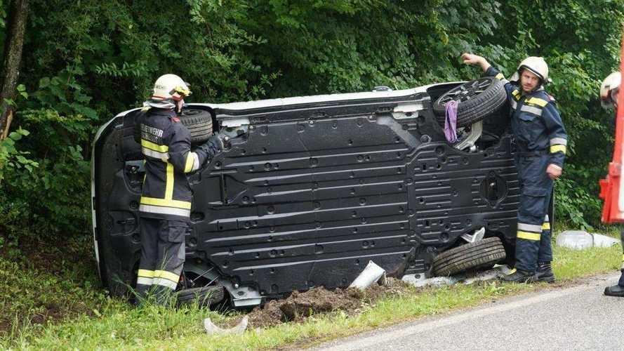 Honda E crashes and flips in Austria