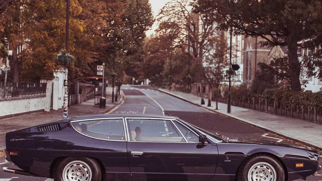 Lamborghini Espada recreates The Beatles' Abbey Road cover