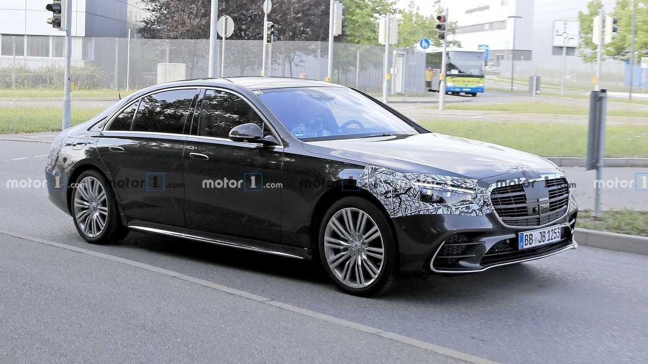 2021 Mercedes S-Class spia foto anteriore vista quarti