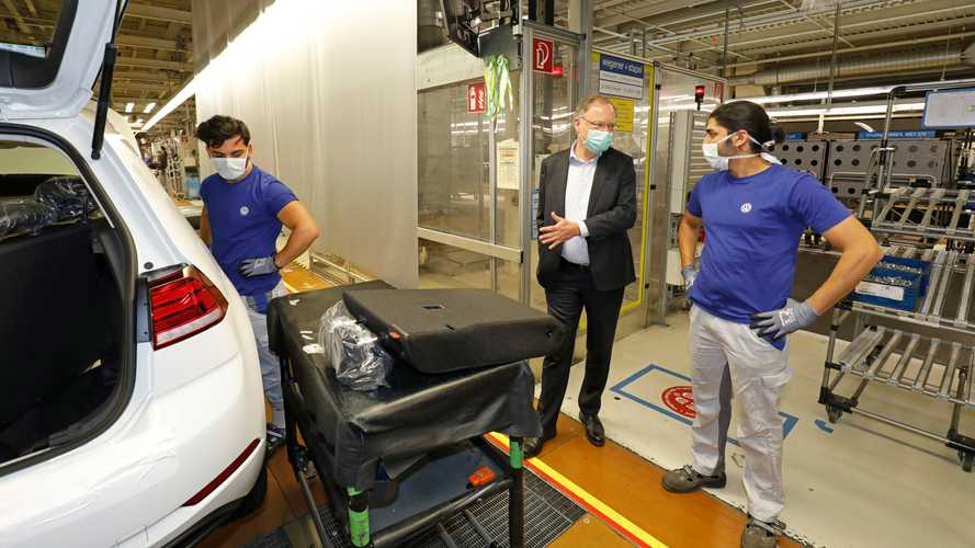 Volkswagen retoma produção do novo Golf na Alemanha