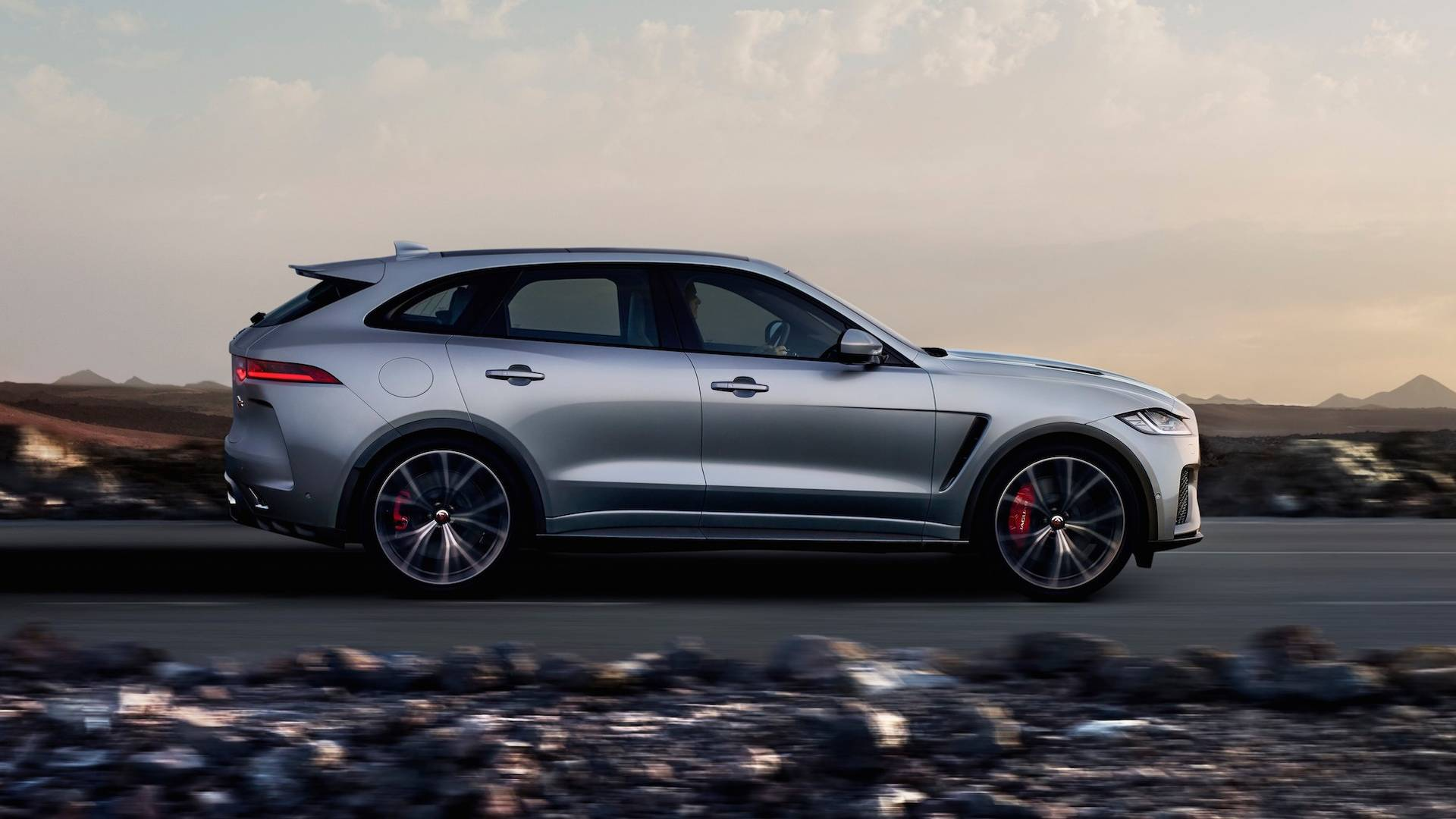 2019 Jaguar F-Pace SVR: News, Design, Engine, Price >> 550 Hp Jaguar F Pace Adds Utility To The Svr Range