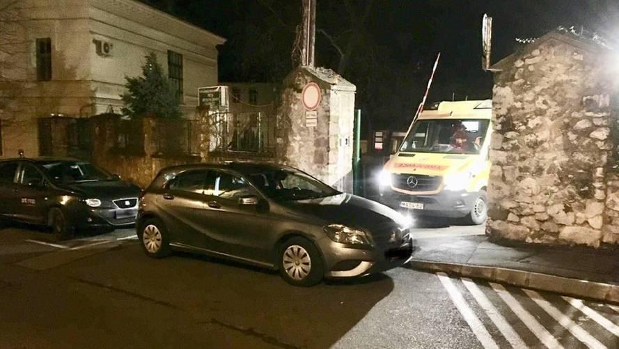 Szabálytalanul parkoló autós miatt vesztegelt fél órát egy mentőautó