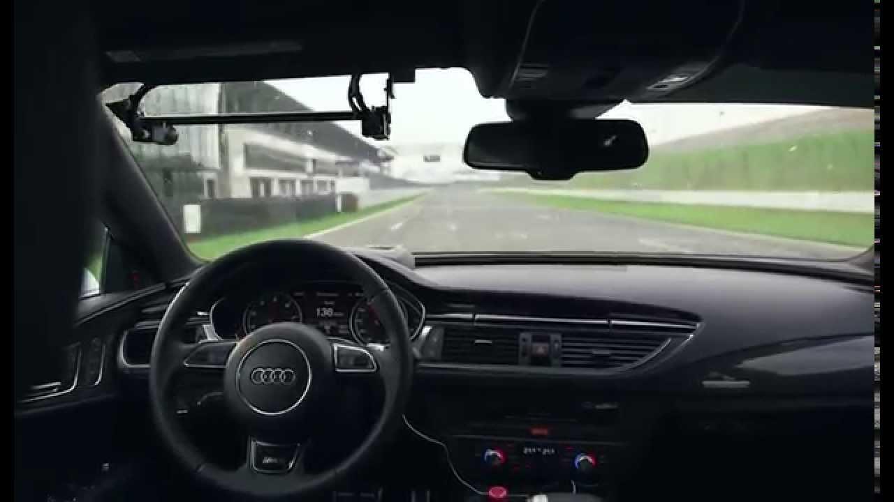 Pilotsuz Audi RS 7 yarış pistinde