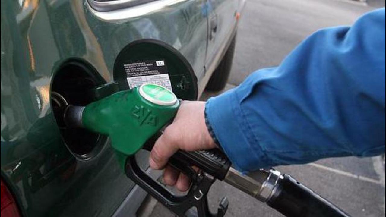 [Copertina] - Istat: benzina a +20,8% in aprile