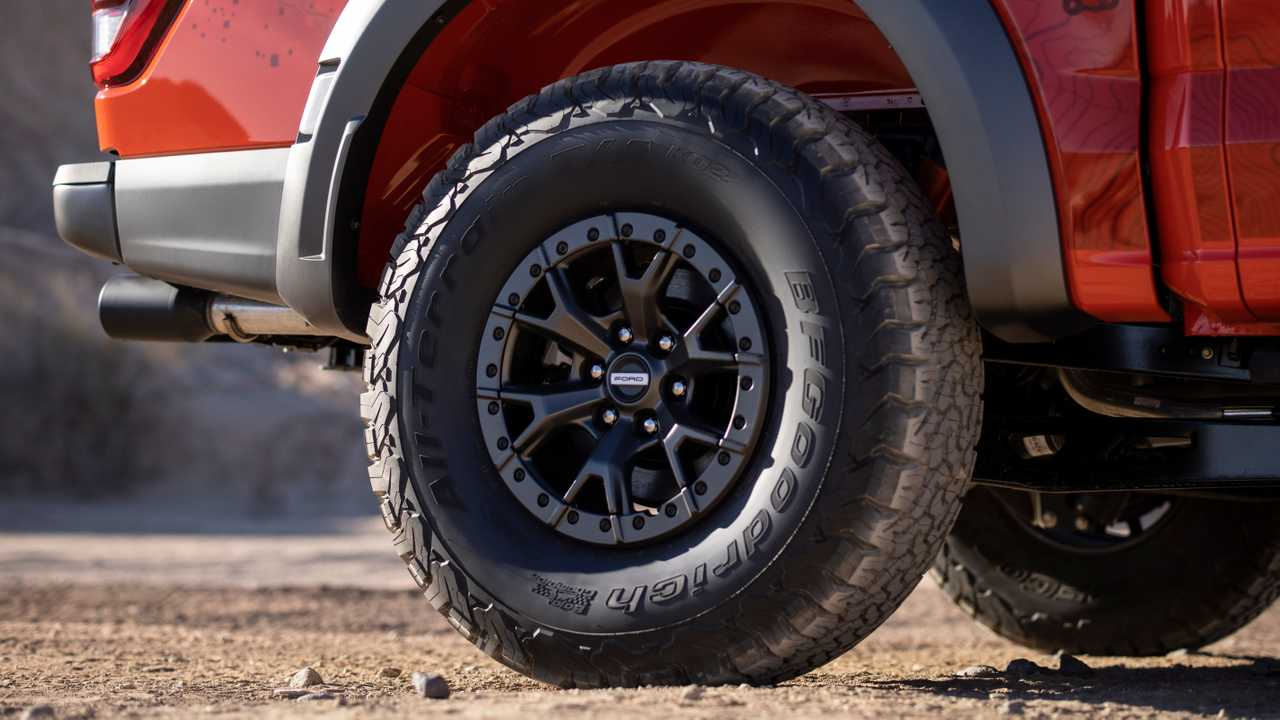 2021 Ford F-150 Raptor 37-inch tire