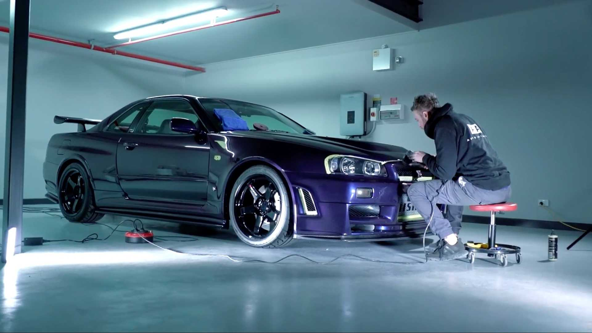 Detailing World S Most Expensive Nissan Gt R R34 Is Relaxing To See