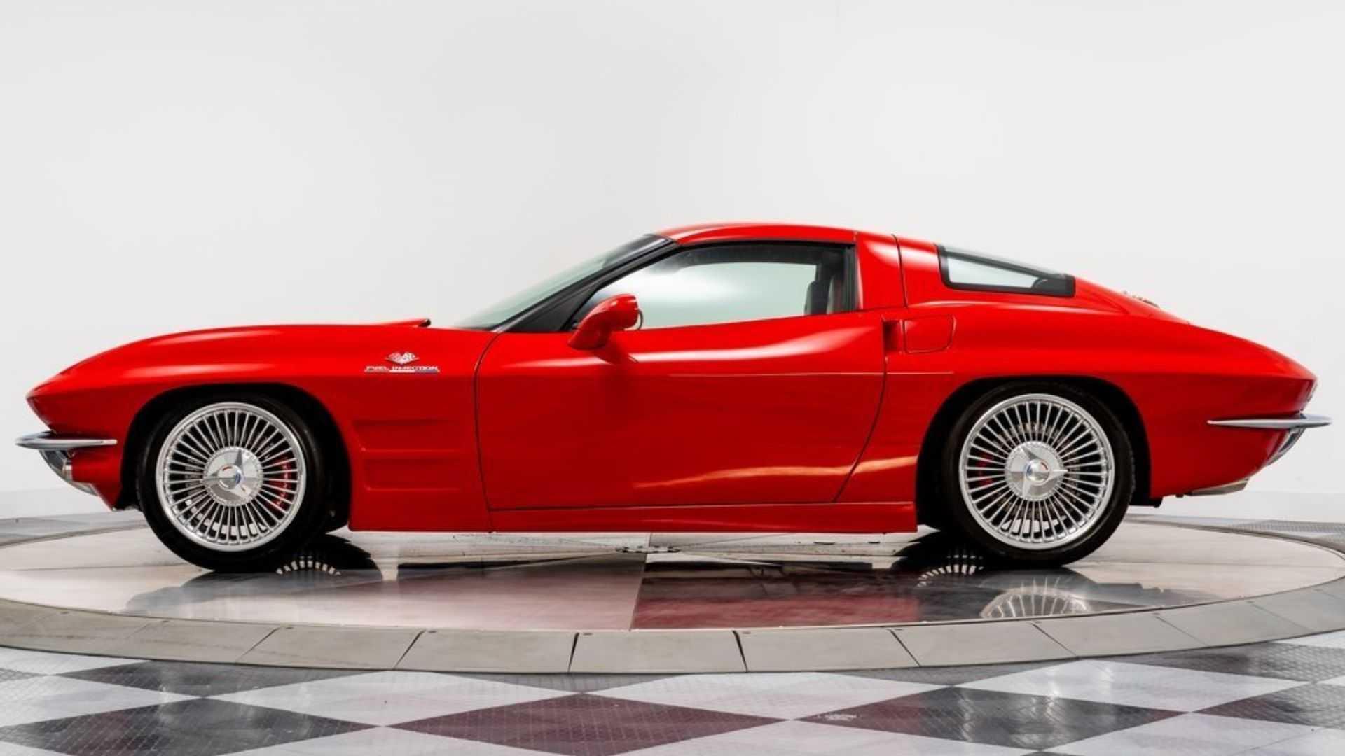 """[""""2008 Chevy Corvette Looks Like a 1963 C2 Split Window""""]"""