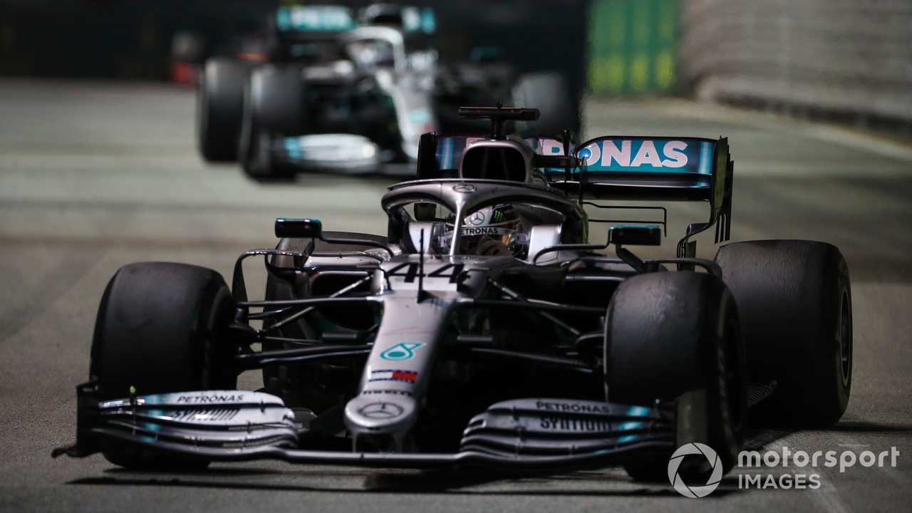 Lewis Hamilton leads Valtteri Bottas at Singapore GP 2019