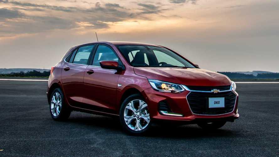 Chevrolet Onix recua quase 70% e reduz vantagem sobre HB20 nas vendas em abril