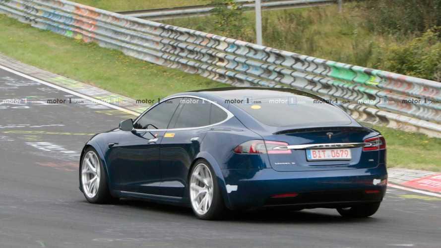 """Több fronton is """"csalhat"""" a Tesla a Nürburgringen, egyre többen kérdőjelezik meg az eredményt"""