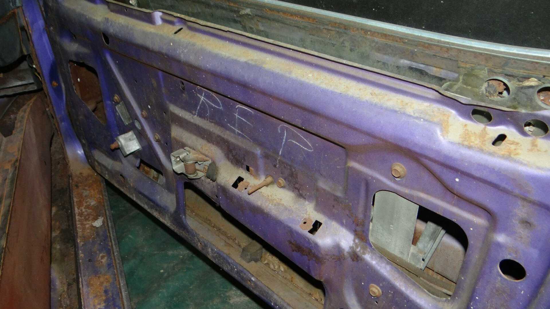 """[""""Barn Find 1970 Plymouth 'Cuda Is Racking Up Bids""""]"""